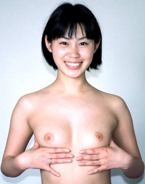 【ヌード画像】笑顔で裸体をさらす美女たちのエロスw 13