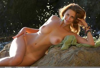 【ヌード画像】笑顔で裸体をさらす美女たちのエロスw 28