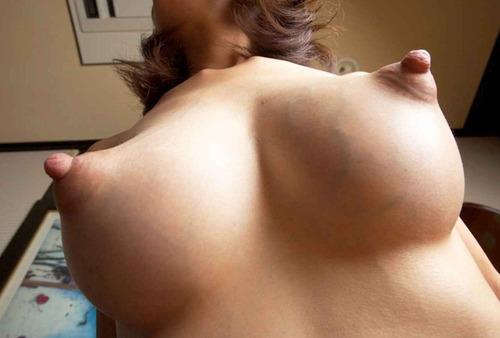 【ヌード画像】ピンと尖った勃起乳首がエロすぎるw 07
