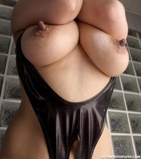 【ヌード画像】ピンと尖った勃起乳首がエロすぎるw 08