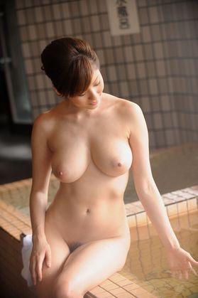 【ヌード画像】温泉美女の色っぽい肌に大興奮! 09