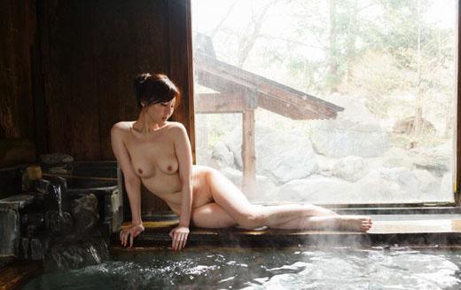 【ヌード画像】温泉美女の色っぽい肌に大興奮! 11