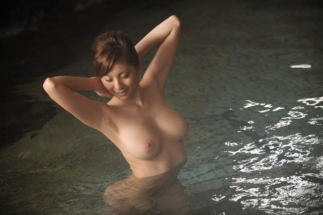 【ヌード画像】温泉美女の色っぽい肌に大興奮! 18