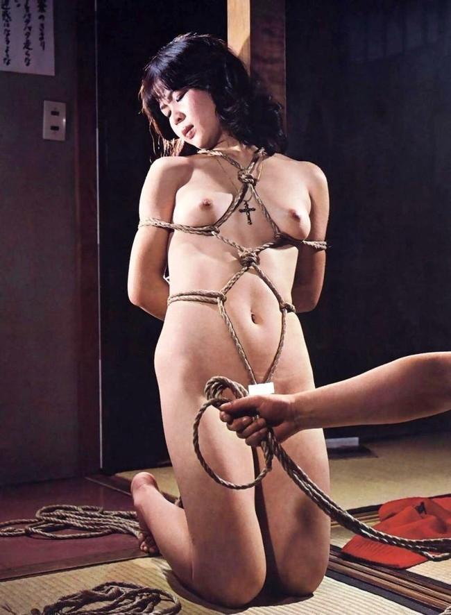 【ヌード画像】縛られた女たちに感じるサディズムな欲望 12