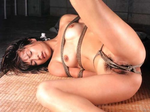 【ヌード画像】縛られた女たちに感じるサディズムな欲望 13