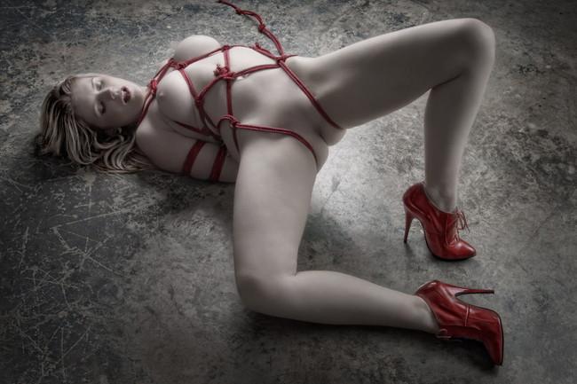 【ヌード画像】縛られた女たちに感じるサディズムな欲望 17