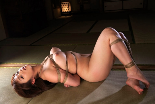 【ヌード画像】縛られた女たちに感じるサディズムな欲望 20