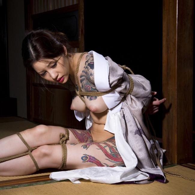 【ヌード画像】縛られた女たちに感じるサディズムな欲望 26
