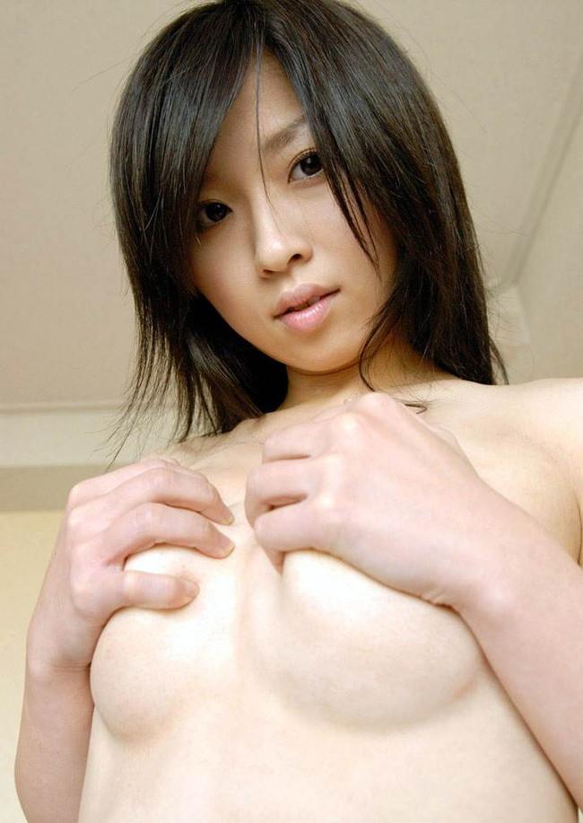 【ヌード画像】手ぶらで隠された乳首が気になりすぎるw(33枚) 27