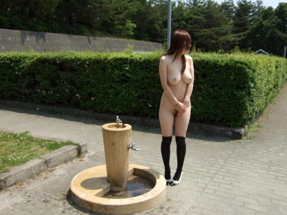 【ヌード画像】野外で脱衣!解放感あふれるヌードに注目(35枚) 03