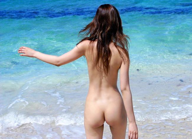 【ヌード画像】野外で脱衣!解放感あふれるヌードに注目(35枚) 11