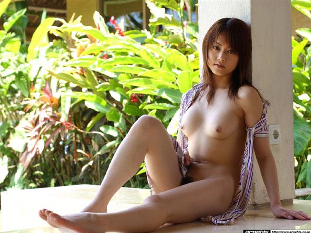 【ヌード画像】野外で脱衣!解放感あふれるヌードに注目(35枚) 15