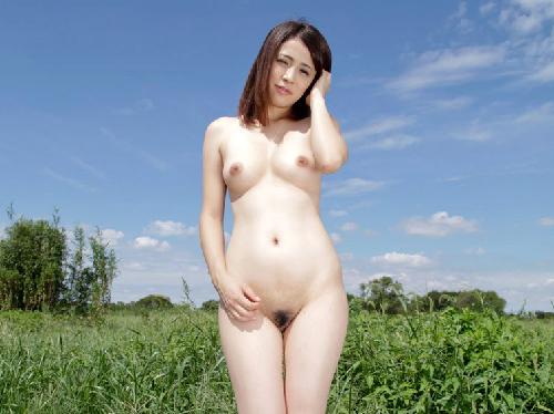 【ヌード画像】野外で脱衣!解放感あふれるヌードに注目(35枚) 19