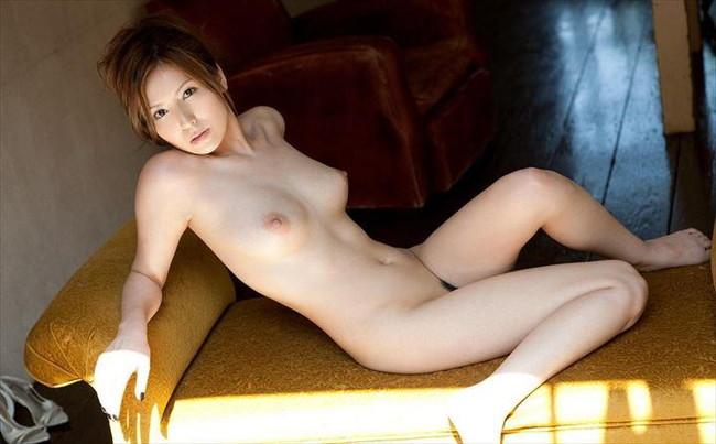 【ヌード画像】脚フェチ必見!スレンダーな美脚美人の魅力が半端ないw(35枚) 04