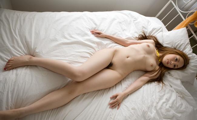 【ヌード画像】脚フェチ必見!スレンダーな美脚美人の魅力が半端ないw(35枚) 18