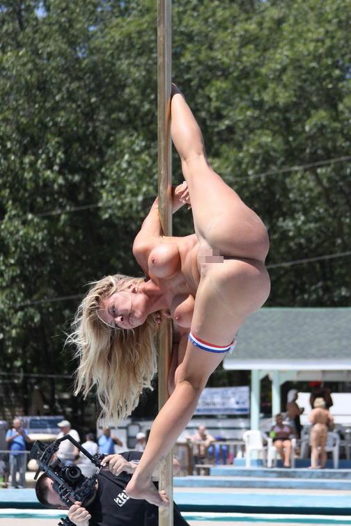 【ヌード画像】ポールダンスのエロさ爆発!棒に絡みつく美女の肢体が艶めかしいw(30枚) 05