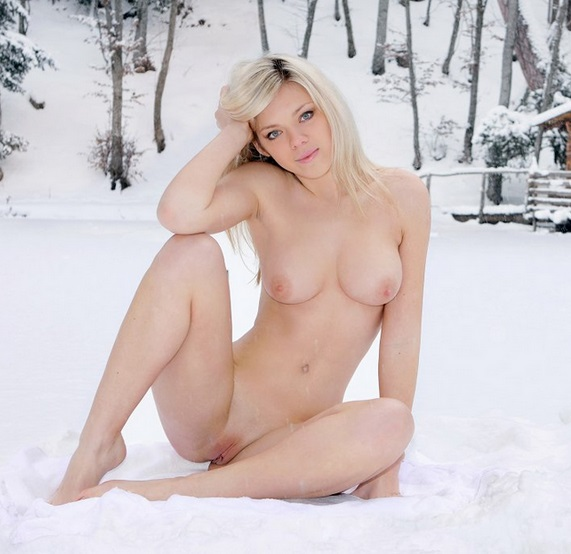 【ヌード画像】雪化粧の中で裸体をさらす美女たちの魅力w(30枚) 05