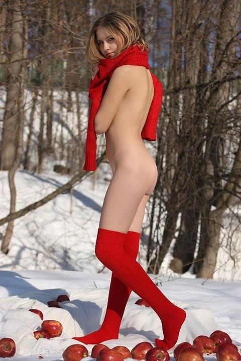 【ヌード画像】雪化粧の中で裸体をさらす美女たちの魅力w(30枚) 16