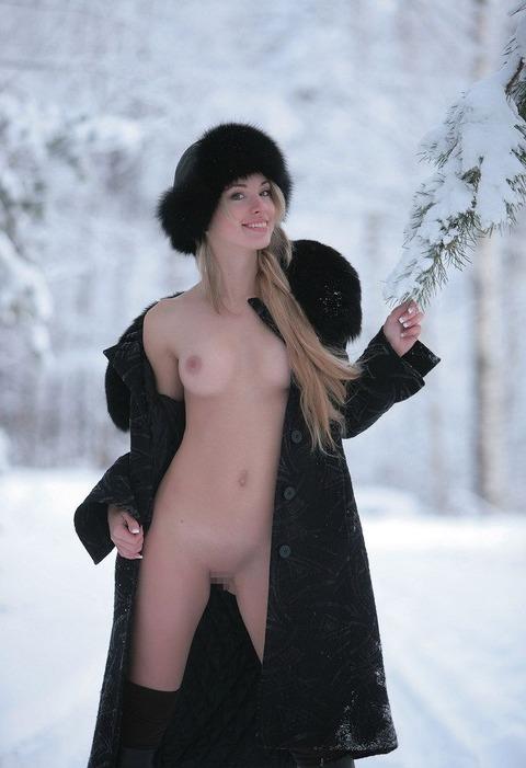 【ヌード画像】雪化粧の中で裸体をさらす美女たちの魅力w(30枚) 17