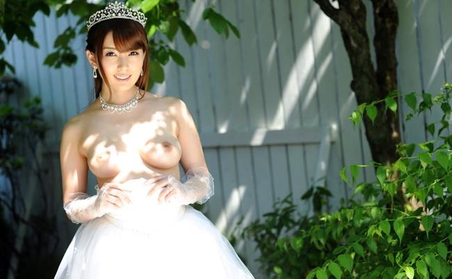 【ヌード画像】純白のウェディングドレスが乱れておっぱいや性器が丸出しにw(30枚) 07
