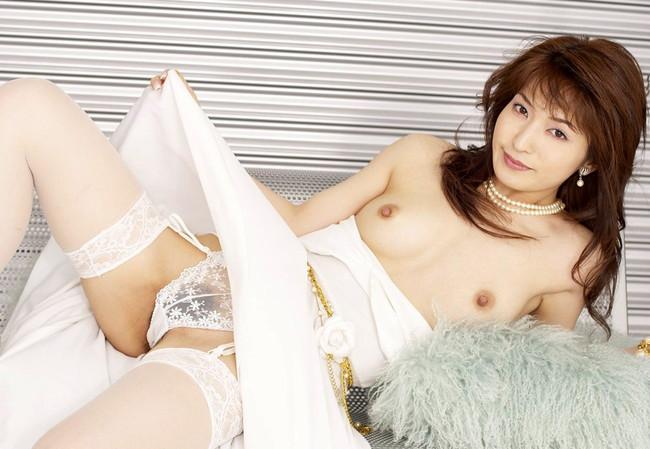 【ヌード画像】純白のウェディングドレスが乱れておっぱいや性器が丸出しにw(30枚) 12