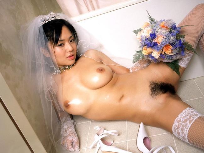 【ヌード画像】純白のウェディングドレスが乱れておっぱいや性器が丸出しにw(30枚) 20