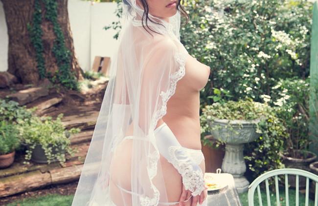 【ヌード画像】純白のウェディングドレスが乱れておっぱいや性器が丸出しにw(30枚) 28