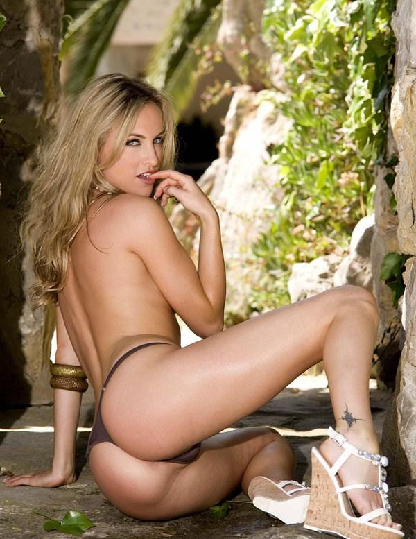 【ヌード画像】森の中で全裸w癒し効果抜群の森林浴ヌードw(32枚) 16