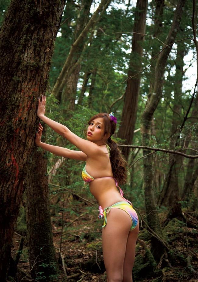【ヌード画像】森の中で全裸w癒し効果抜群の森林浴ヌードw(32枚) 18