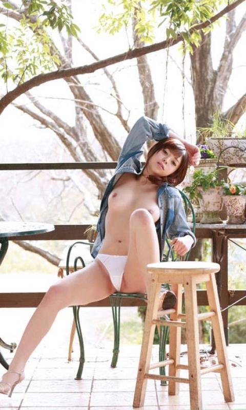 【ヌード画像】森の中で全裸w癒し効果抜群の森林浴ヌードw(32枚) 31