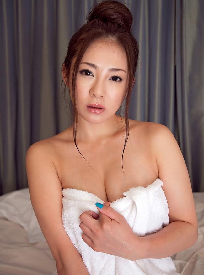 【ヌード画像】バスローブ着てる美女を押し倒したいw(30枚) 28
