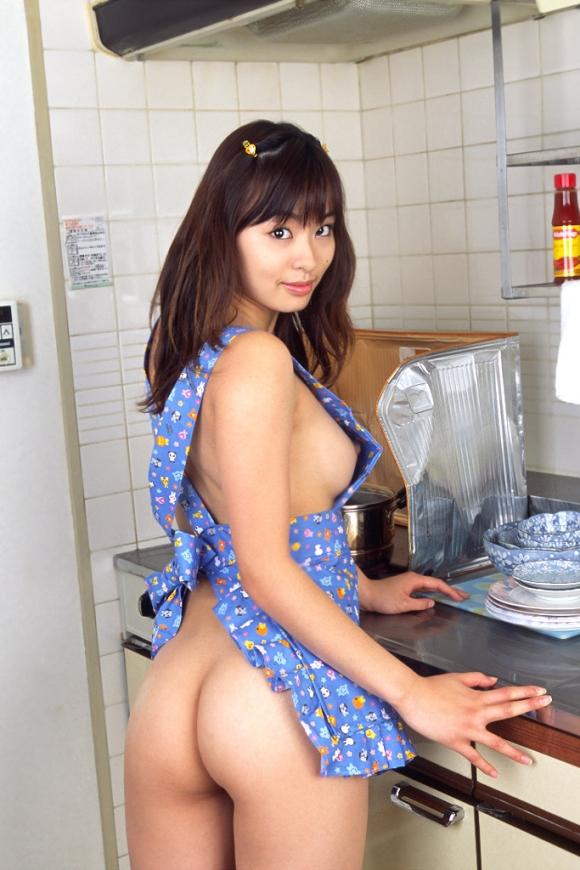 【ヌード画像】裸エプロンのセクシー姿は男の憧れだよなw(30枚) 01