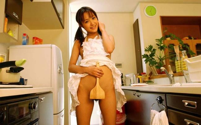 【ヌード画像】裸エプロンのセクシー姿は男の憧れだよなw(30枚) 06