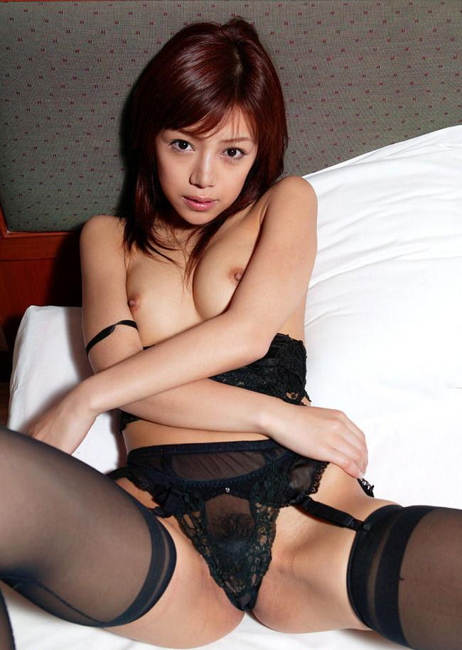 【ヌード画像】ガーターベルトの色っぽさで美人の魅力がアップw(33枚) 03