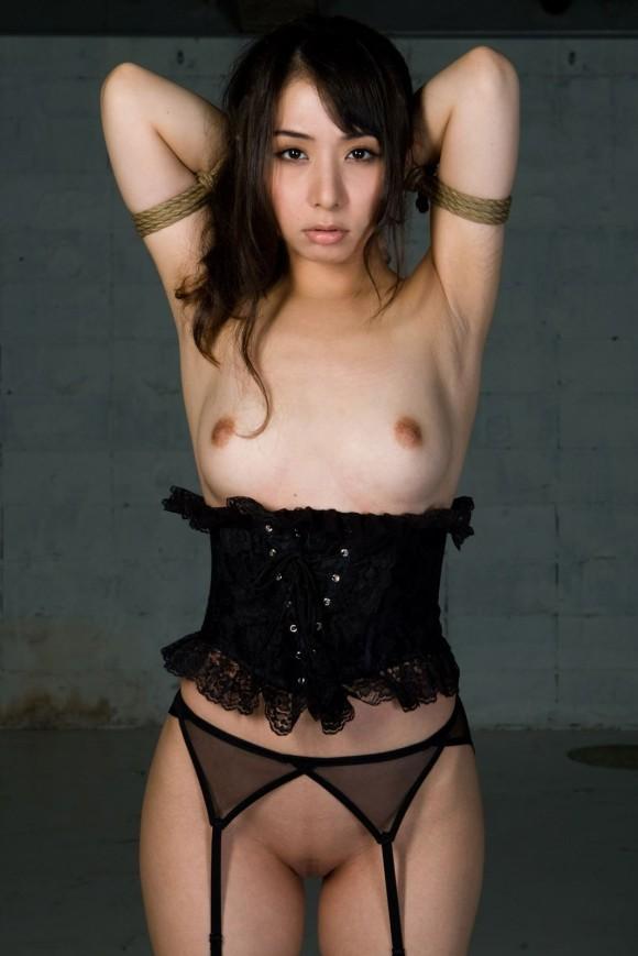 【ヌード画像】ガーターベルトの色っぽさで美人の魅力がアップw(33枚) 19