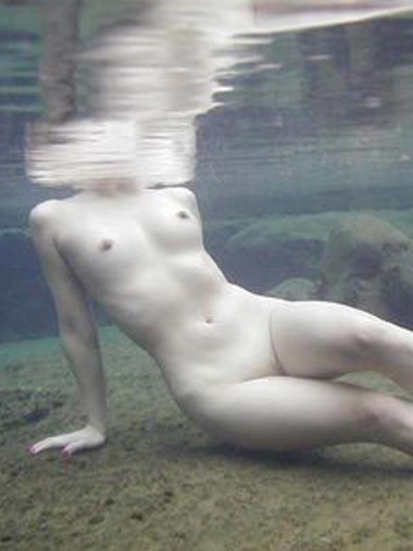 【ヌード画像】女の子の水中ヌードが艶めかしいw(34枚) 09