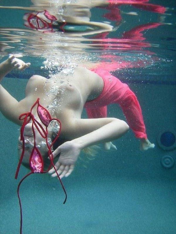 【ヌード画像】女の子の水中ヌードが艶めかしいw(34枚) 14