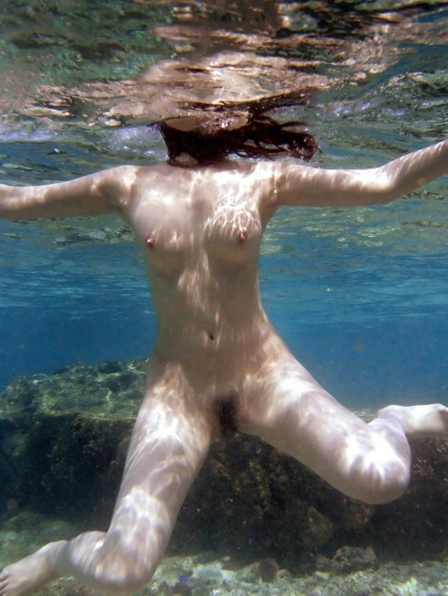 【ヌード画像】女の子の水中ヌードが艶めかしいw(34枚) 18