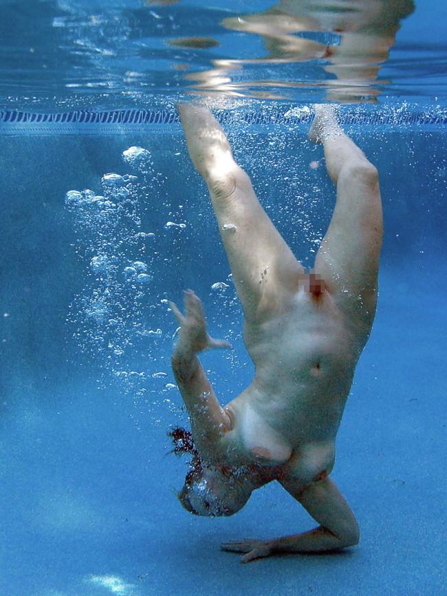 【ヌード画像】女の子の水中ヌードが艶めかしいw(34枚) 24