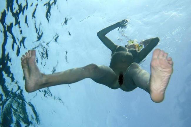 【ヌード画像】女の子の水中ヌードが艶めかしいw(34枚) 32