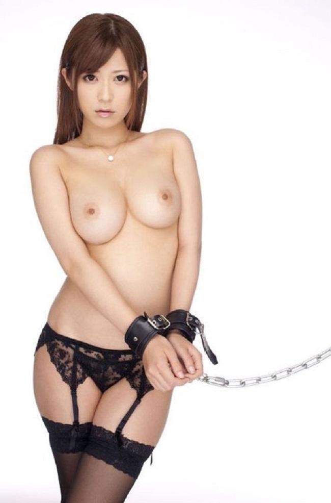 【ヌード画像】手錠で拘束されてる美女にいたずらしたいw(32枚) 01
