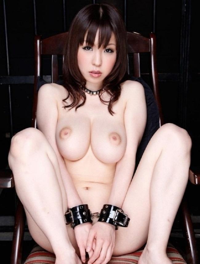 【ヌード画像】手錠で拘束されてる美女にいたずらしたいw(32枚) 02