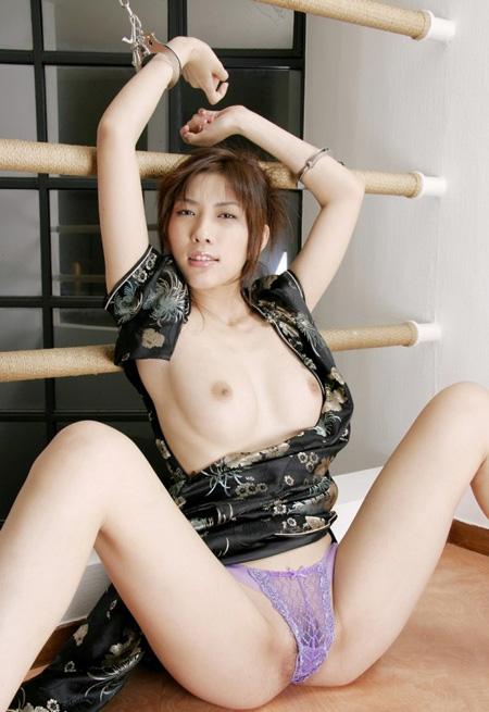 【ヌード画像】手錠で拘束されてる美女にいたずらしたいw(32枚) 04