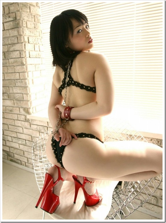 【ヌード画像】手錠で拘束されてる美女にいたずらしたいw(32枚) 19