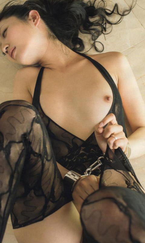 【ヌード画像】手錠で拘束されてる美女にいたずらしたいw(32枚) 22