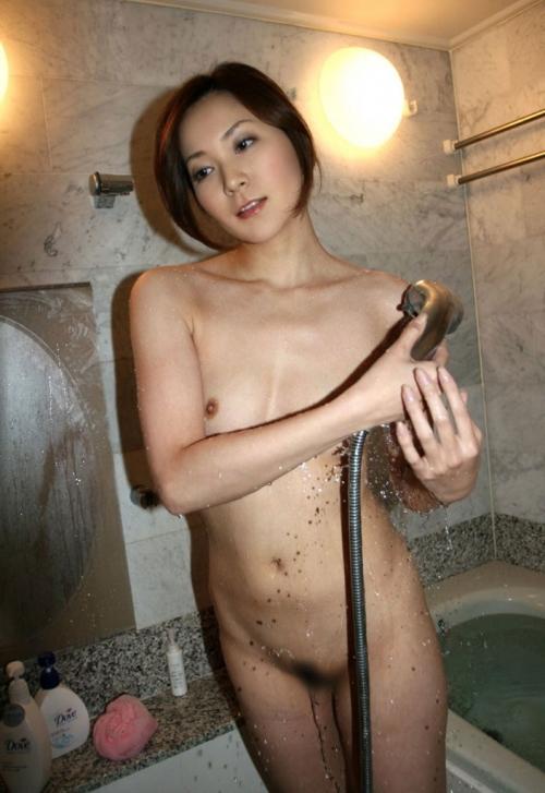 【ヌード画像】シャワーを浴びている美少女たちに心が洗われるようですw(35枚) 16