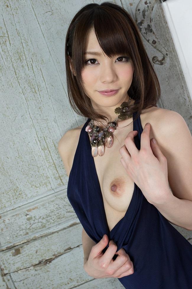 【ヌード画像】大人気AV女優、鈴村あいりの白い肌がまぶしすぎるw(33枚) 04