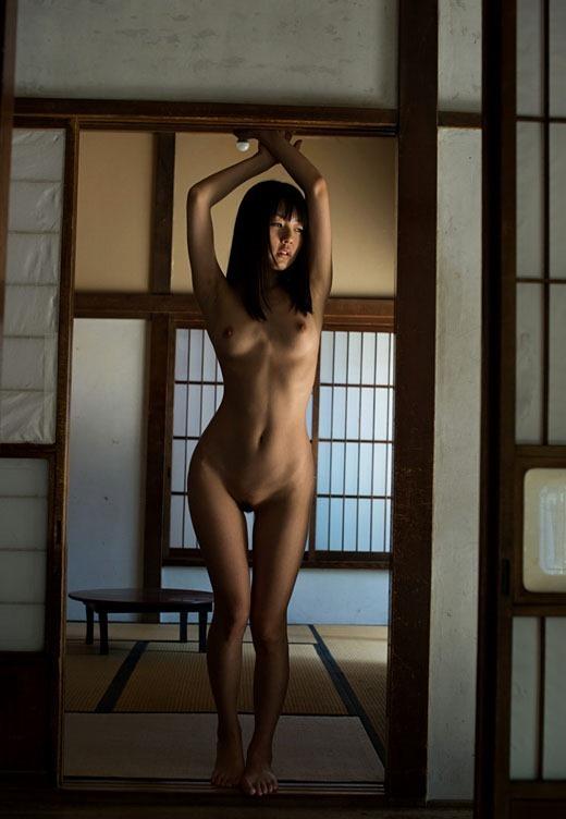 【ヌード画像】ロリータ系セクシー女優つぼみの裸体で暴発間違いなしw(31枚) 14