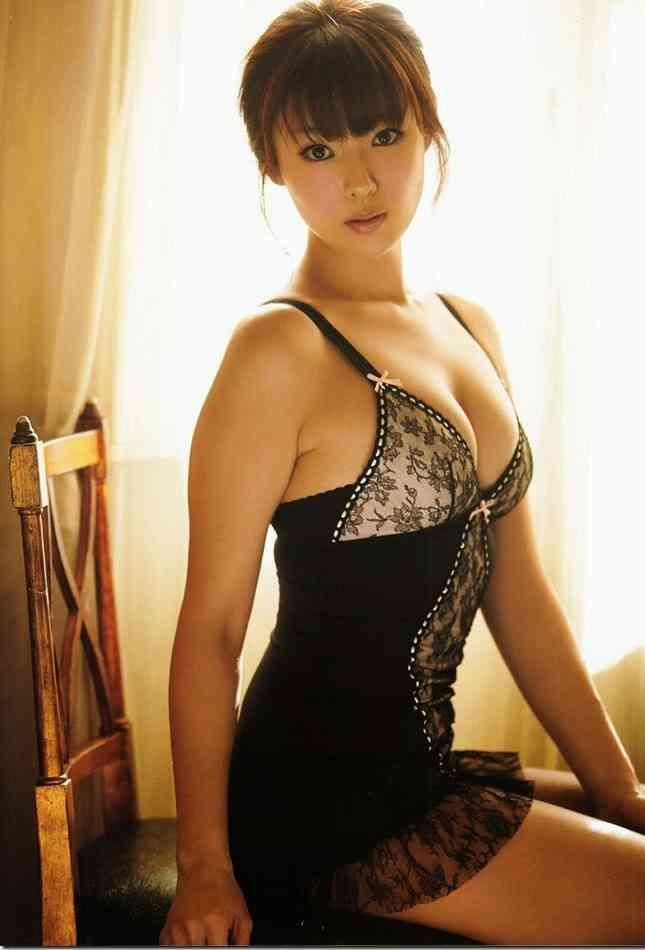 【ヌード画像】巨乳下着美女のセミヌードが裸よりそそるw(33枚) 06