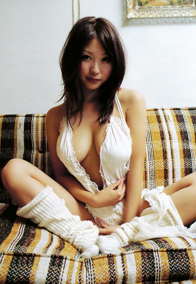【ヌード画像】巨乳下着美女のセミヌードが裸よりそそるw(33枚) 07